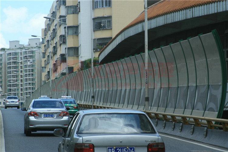 黑龍江綏化高架路全封閉式隔音屏