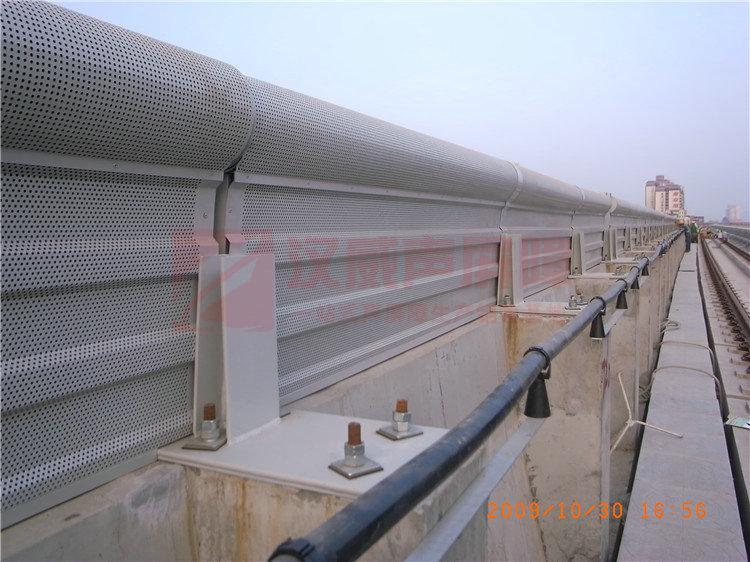 遼寧錦州高架路罩棚型隔音墻