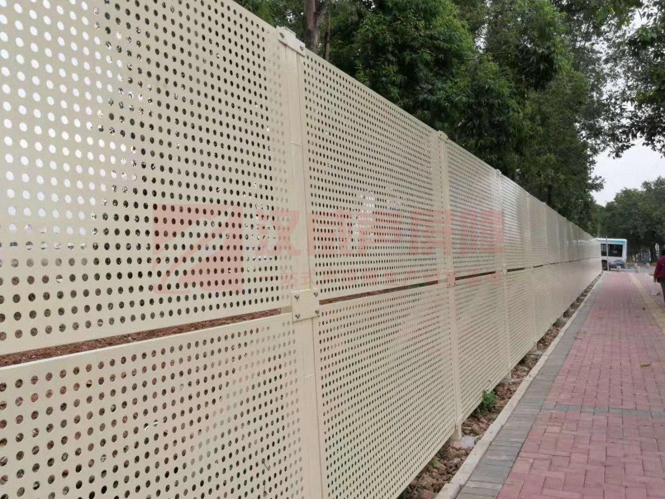 黑龍江七臺河路基段聲屏障吸聲尖劈聲屏障
