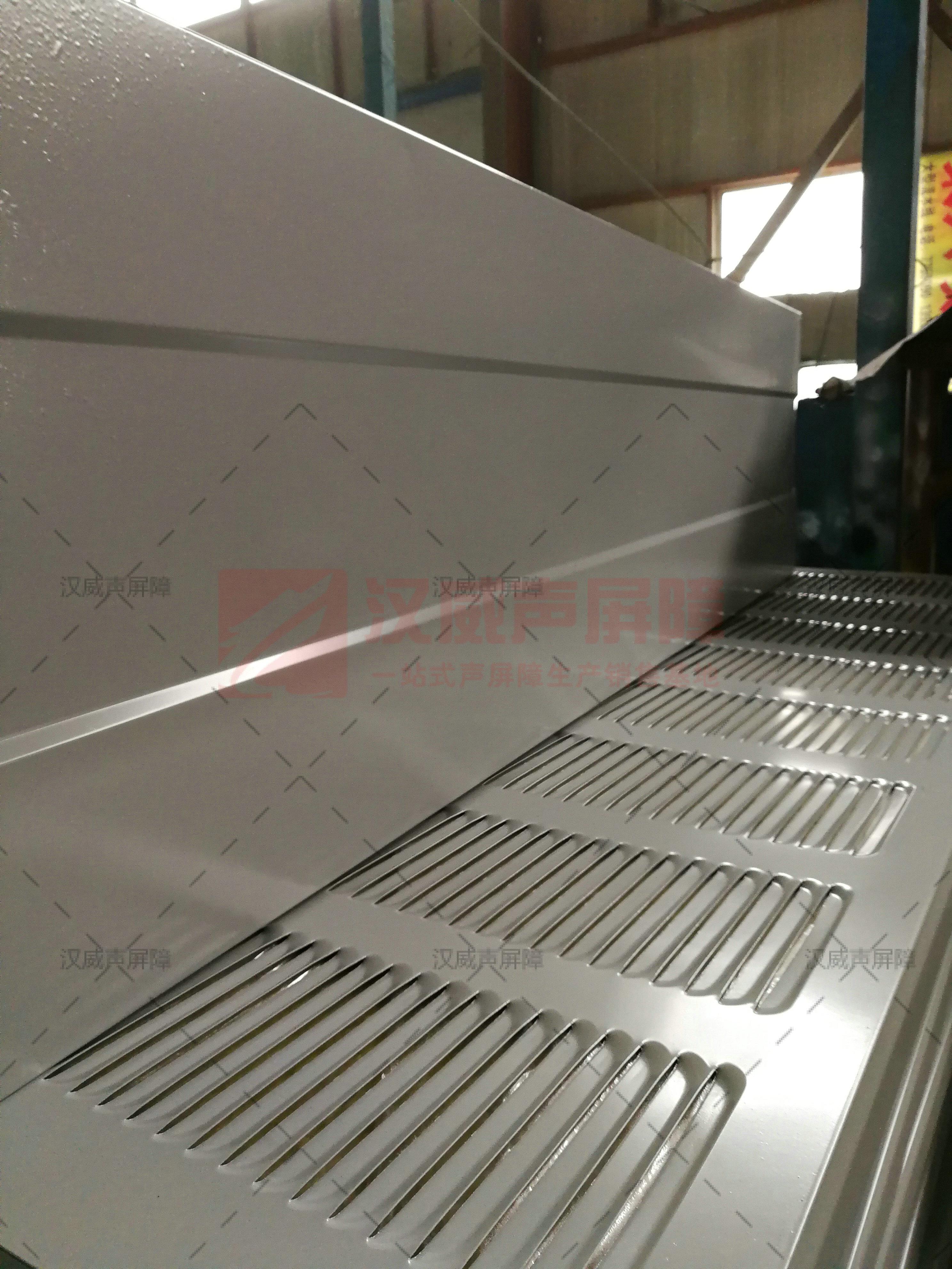 山西呂梁高架路整體式隔音屏